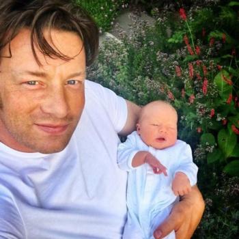 """Джейми Оливер """"заспамил"""" свой  инстаграм фотографиями новорожденного сына"""