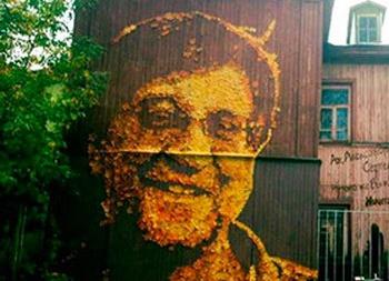 Из осенних листьев сделали портрет Юрия Шевчука