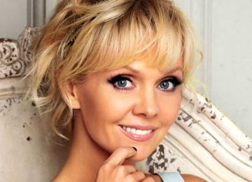 Певица Валерия отметила день рождения в халате