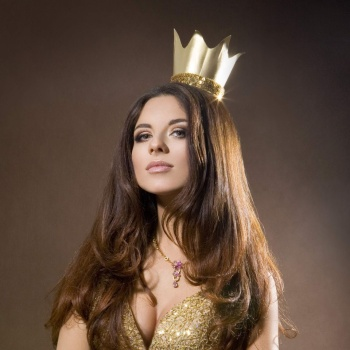 Певицу Анну Плетневу преследует безумный фанат