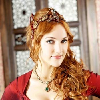 Пользователи сети восхищаются танцем актрисы сериала «Великолепный век»