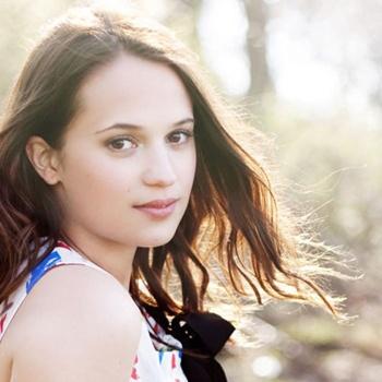 Алисия Викандер стремится превзойти Анджелину Джоли