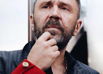 Сергей Шнуров спел для попугая