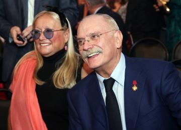 Режиссер Никита Михалков зажег в танце с дочерью Надеждой