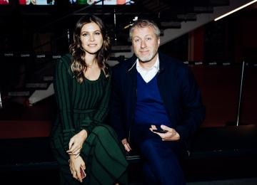 Дарья Жукова сходила на свидание с греческим миллионером Ставросом Ниархосом