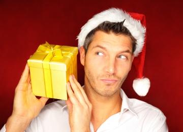 Сильный пол: что подарить мужчине на праздник