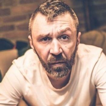 Сергей Шнуров высказался матом о священнослужителях
