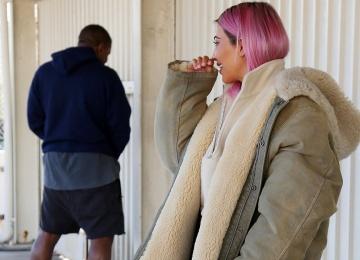 Муж Ким Кардашьян, испортил ей фотосессию, не дотерпев до туалета