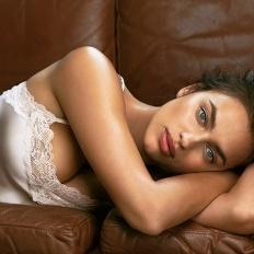 Ирина Шейк вновь снялась в откровенной фотосессии