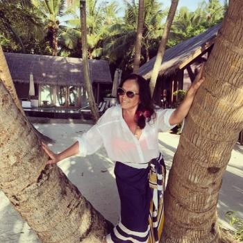 София Ротару в красном купальнике показала мальдивский загар