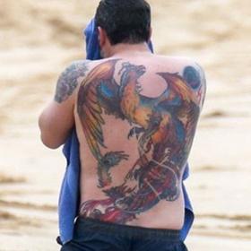 Поклонники осмеяли Бена Аффлека за уродливую татуировку