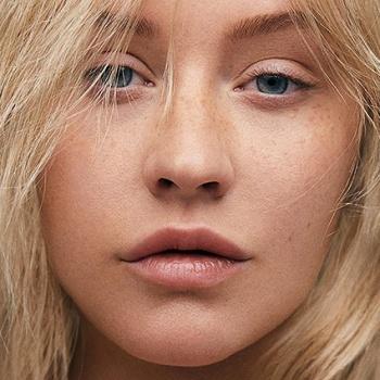 Агилера появилась на обложке журнала без макияжа
