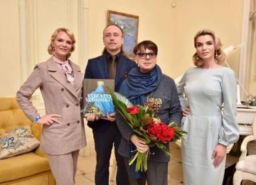 Валентин Юдашкин провёл образцовый светский показ