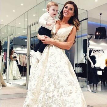 Дождались! Анна Седокова выбирает свадебное платье