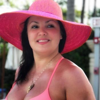 Анна Нетребко сфотографировалась в купальнике