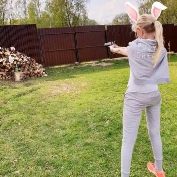 Фото Маши Малиновской с оружием испугало подписчиков