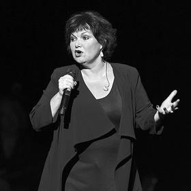 Певица Моран умерла после возвращения на сцену