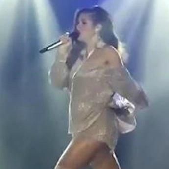 Певица Нюша больше не в силах скрывать беременность