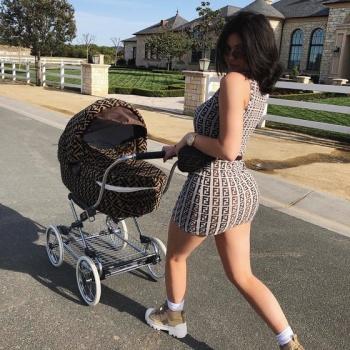 Кайли Дженнер бросила трехмесячную дочь