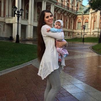 Ольга Рапунцель впервые показала дочь