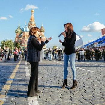 Зара спела с Мирей Матье на Красной площади
