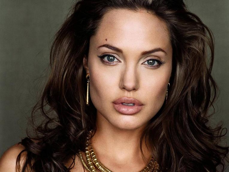 Анджелина Джоли сделала первое публичное заявление