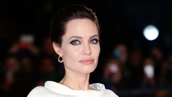 У Анджелины Джоли могут отобрать сына