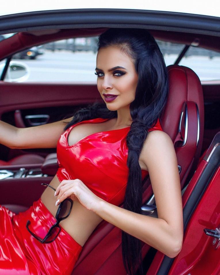 Виктория Романец поделилась эскизом свадебного платья за 700 тысяч рублей