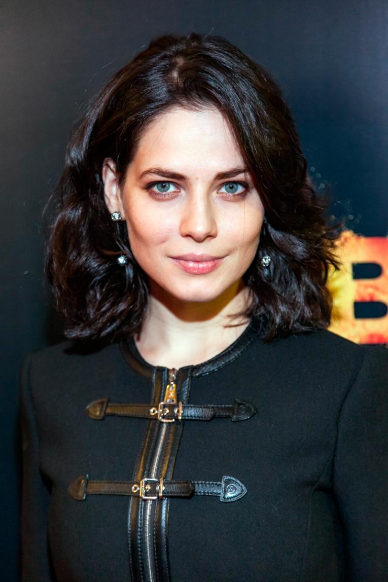 Юлии Снигирь подарили дизайнерские серьги из сериала