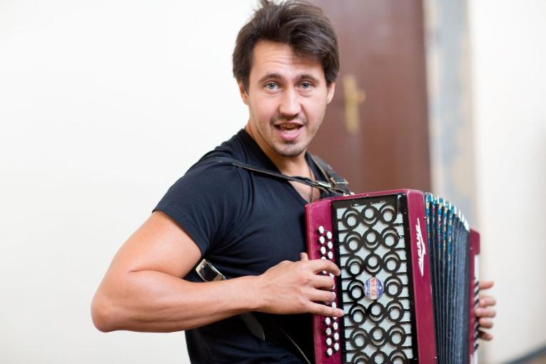 Игорь Растеряев представил новый клип к песне «Месяц»