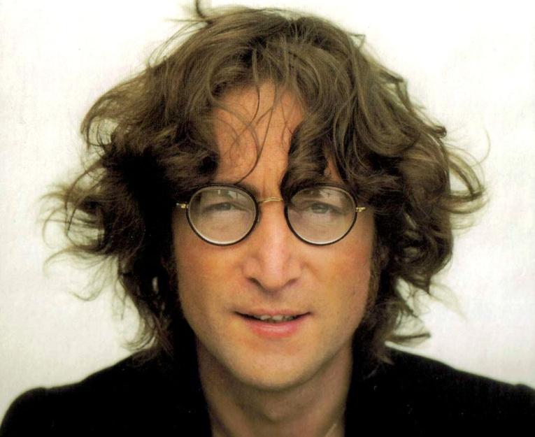 Рубашка с пятнами крови Джона Леннона продана на аукционе