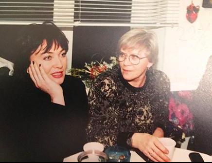 Лариса Гузеева выложила архивное фото с Алисой Фрейндлих