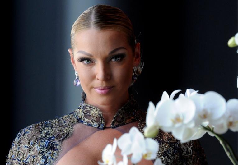 Анастасия Волочкова станцевала в честь первого снега