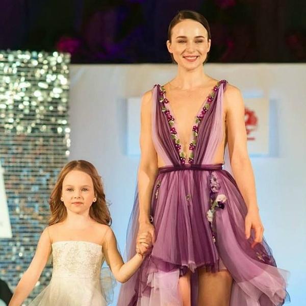 Анна Снаткина впервые показала 6-летнюю дочку