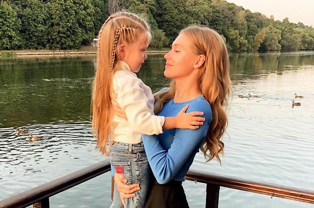 Дочь Кристины Асмус и Гарика Харламова появилась в соцсетях