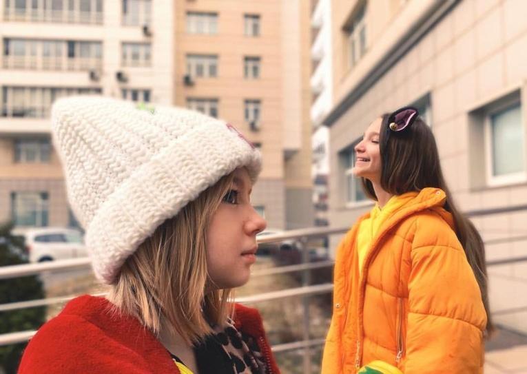 Лиза Анохина и Яся Дегтярева «оживили» хит «Мелом»