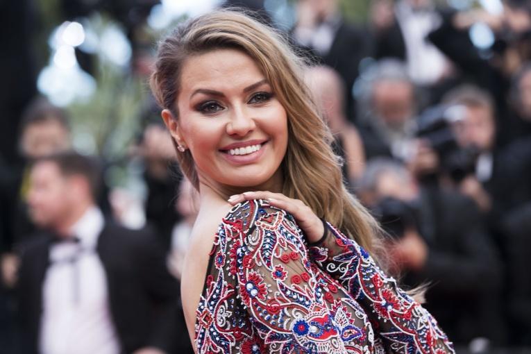 Сердар Камбаров сделал для Виктории Бони модный макияж