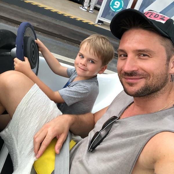 Сергей Лазарев вместе с сыном посетил Диснейленд