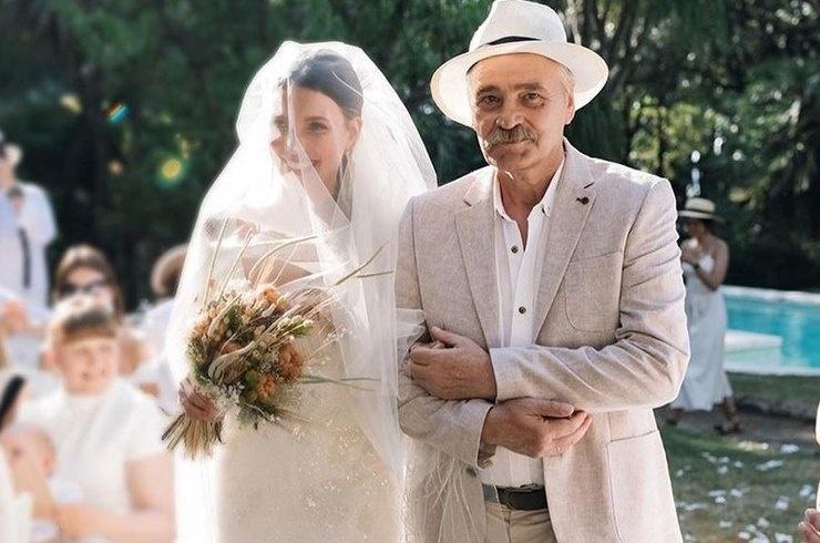Регина Тодоренко поделилась с поклонниками свадебными снимками