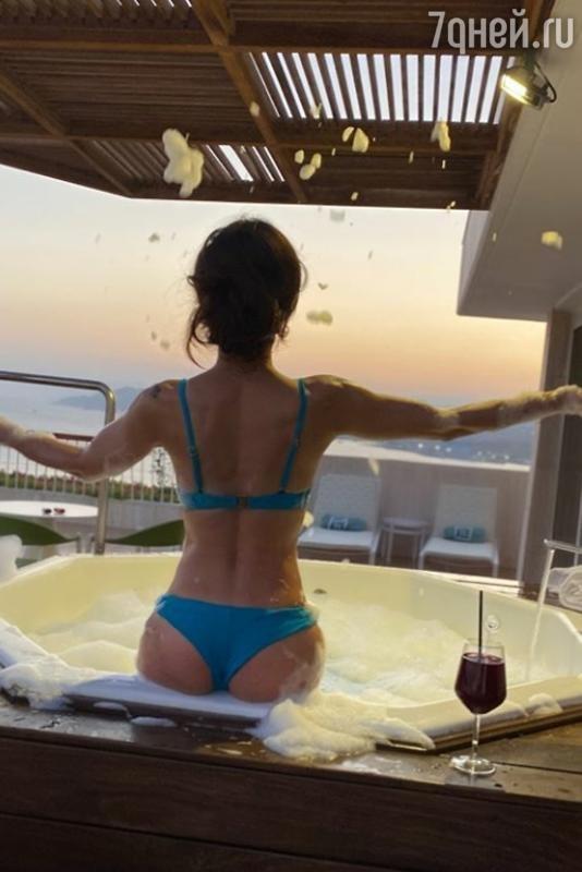 41-летняя Екатерина Климова порадовала фанатов фотографией в бикини