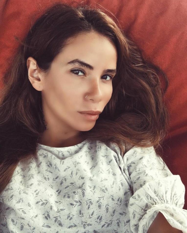 СМИ: Айза Анохина уличила мужа в изменах