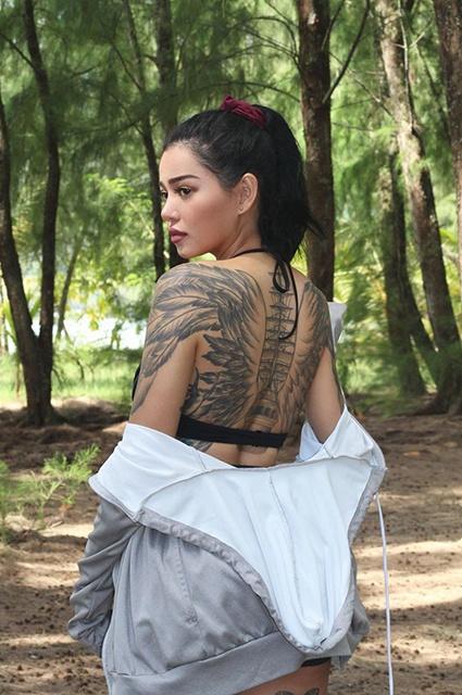 Белла Порч объяснила большое количество татуировок