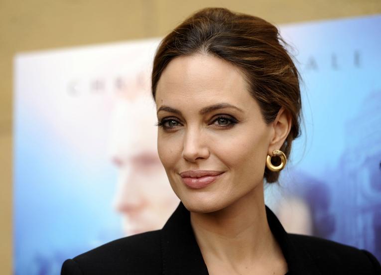 СМИ: почему агенты Анджелины Джоли недовольны решением компании Warner Brother?
