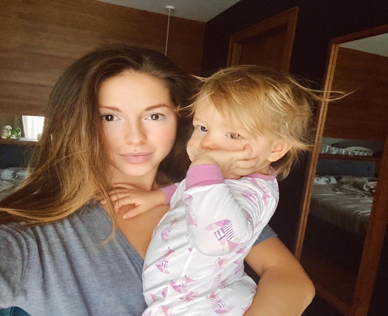 5 российских звёзд, которые безупречно выглядят без макияжа